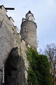 Harald Schmidt Im Land der Burgen: die kleine Feste Hartenstein thront auf steilen Fels hoch über der Zwickauer Mulde.